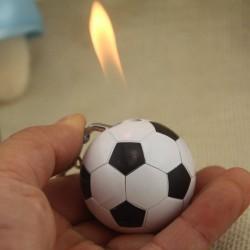 Sigarettenaansteker in voetbalvorm - sleutelhanger