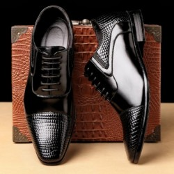 Elegant leather flat shoes - snake skin pattern - with laces