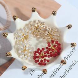 Pearl flower - small stud earrings