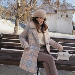 Modieuze wollen winterjas met bontkraag